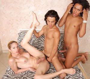 Tranny threesome sex